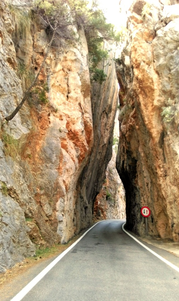 calobra-road1