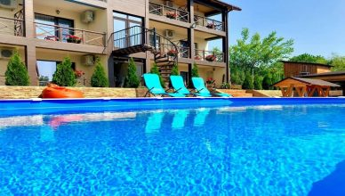 Cazare cu piscina Romania